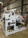 Una máquina de impresión de etiquetas a color