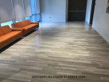 La madera gris clara de China vetea los azulejos de mármol para el suelo del pasillo