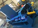 Утиль гидровлического алюминиевого утюга стальной рециркулируя Baler металла
