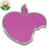Manzana de la moda Pin como forma de corazón con diamantes de imitación