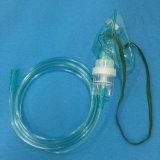 エーロゾルマスク(緑)が付いている医学の使い捨て可能な噴霧器