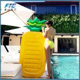Het gigantische Speelgoed die van de Pool van de Vlotters van de Pool Opblaasbare de Volwassen Vlotters van de Vlotter zwemmen