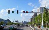 道の軽いコラムの街灯のコラムの交通信号ポーランド人