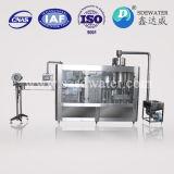 Завалка питьевой воды и машина запечатывания