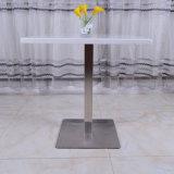 De moderne Marmeren Eettafel van het Restaurant van het Hotel met de Basis van het Roestvrij staal