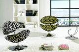 形成された泡が付いている回転式居間の家具の椅子