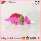 Un jouet en peluche animal en peluche dinosaure Triceratops