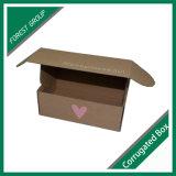クラフトブラウンのカラーによって波形を付けられる郵送ボックス