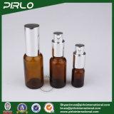 Bernsteinfarbige Glasluxuxflaschen mit silberner Pumpe und Schutzkappe