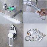 Robinet de douche en laiton et baignoire en cascade à LED