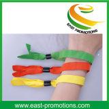 Wristbands del tessuto tessuti poliestere su ordinazione poco costoso caldo di vendita per lo sport