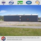 プレハブの鉄骨構造の倉庫の建物