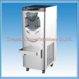 Crême glacée italienne de Gelato faisant la machine