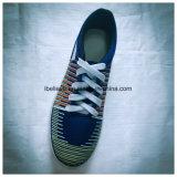 Réfléchir l'impression dans une chaussure supérieure avec une couleur blanche Sole