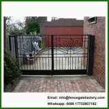 表の庭のドアのゲートの入口