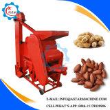 ピーナツ殻をむく人は機械を殻から取り出す機械ピーナツの皮をむを取除く
