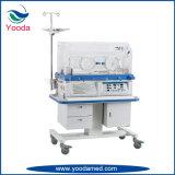 Incubatrice infantile dello scaldino con il vassoio dei raggi X
