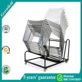 백색 플라스틱 겹쳐 쌓이는 회의 의자