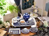 英国の午後のお茶の一定のヨーロッパの贅沢な世帯のティーセット