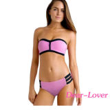Rosafarbenes trägerloses drücken Bikini-Badeanzug hoch