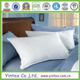 Почищенное щеткой заполнение белого пера размягченности вниз Pillow