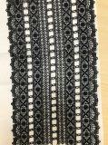 普及した網の高級なウェディングドレスの刺繍のレースのアクセサリ