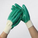 Зеленая перчатка нитрила польностью Coated химически