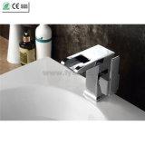 Robinet en laiton simple de bassin de chute d'eau de la poignée LED de qualité (QT14510F)