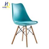 Cubierta de PU en el marco de metal de la Pierna de madera sillas de comedor