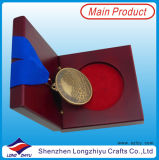 古い仕上げメダルボックスが付いているスポーツ賞のメダルそして円形浮彫り