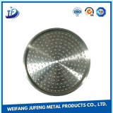 さまざまなタイプのアルミニウムまたは鋼鉄か真鍮薄板の金属の押すか、または打つ部品