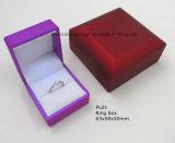 Rectángulo plástico del anillo de la joyería con la luz del LED