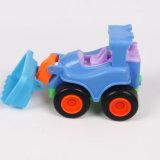 ロボット変形車はブロックのプラスチックおもちゃのブロックをアセンブルした
