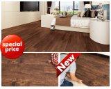 Pavimentazione allentata dello strato del vinile di disposizione di sembrare del legno resistente all'uso