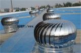 Windbetriebene Dach-Entlüfter-Turbine hing am Fabrik-Dach ein