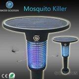 Blaues Solar angeschalten worden mit hellem Fühler-Moskito-Mörder