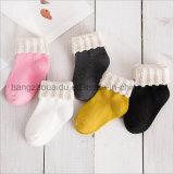 Популярный рынок для милого носка хлопка младенцев способа