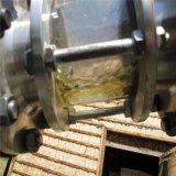 黒いエンジンオイルのクリーニングフィルター