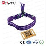 Un Wristband di festival del poliestere di uso 13.56MHz NFC RFID di volta