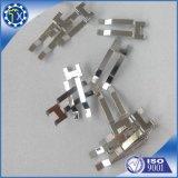 Metales personalizado formando y cortando el piso Pequeño Resorte de acero estampado Clip