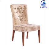 木を販売して快適なクッションが付いているアルミニウム金属のホテルの食堂の椅子を好みなさい