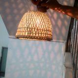 Rustikaler Bambuslampenschirm-spinnender Leuchter-Lampen-Farbton