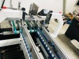 Установите флажок бумаги с помощью формовочная машина для склеивания в салоне