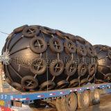 Ailes en caoutchouc pneumatiques avec des chaînes et cage de pneus pour la protection de bateau