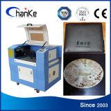 Mini gravura do CNC do laser e máquina de estaca para o papel de madeira