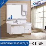Тщеты ванной комнаты твердой древесины высокого качества белые отраженные