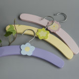 Fleur de bois de vêtements pour enfants de crochet de suspension