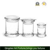 Candela di vetro riempita del vaso con il coperchio del vetro piano