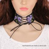 De nieuwe Halsband van de Nauwsluitende halsketting van de Vrouwen van het Borduurwerk van de Doek van de Juwelen van de Manier