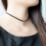 La collana di cuoio del Choker placcata scava fuori i fascini del foglio per le donne